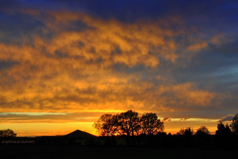 projet-18-52-ciel-coucher-de-soleil-sur-un-terril-wallonie-belgique-nathalie-dupont-d4af8c20b1770cf972daeaca9b1d27a4d26f233b