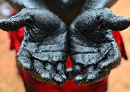 vivre-la-photo-mains-rouge-et-noir-8b90ac3af7a44b2005bad02d0c7d6f5bcd6055f3