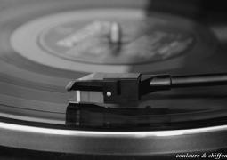 musique-1-red-f980c48053d7ac697a6b7aa00c18a259ecaab8d5